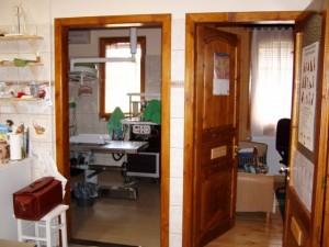a műtő és az orvosi szoba